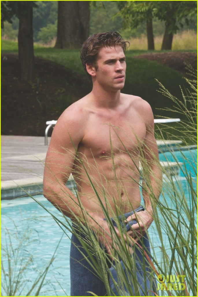 liam-hemsworth-shirtless-in-a-towel-for-paranoia-01