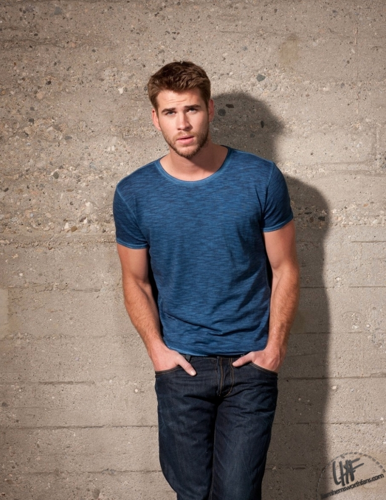 Men-s-Health-Magazine-Russia-liam-hemsworth-33723955-905-1171