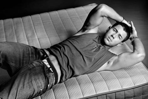 nick jonas shirtless flaunt 3