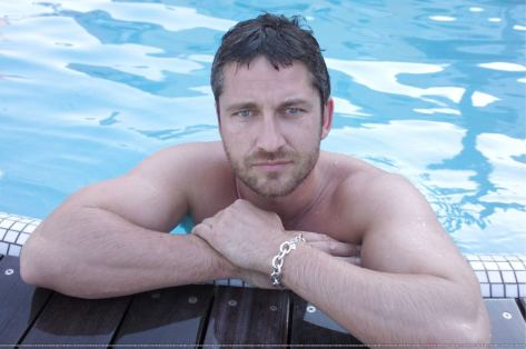 Gerard-Butler-In-The-Beach
