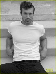derek-theler-can-win-any-wet-t-shirt-contest-03