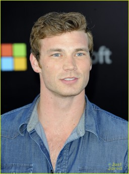 derek-theler-star-trek-into-the-darkness-premiere-09
