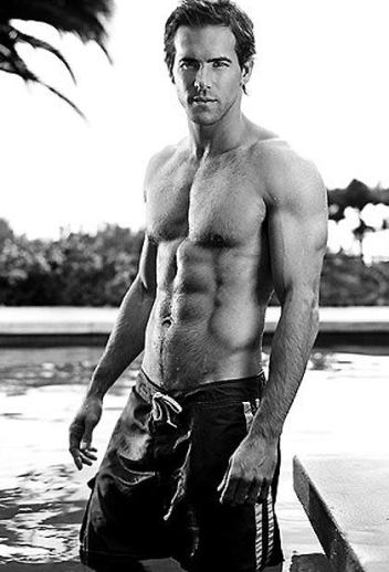 ryan-reynolds-shirtless-photos-01192011-32