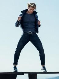 Chris-Hemsworth-Sebastian-Kim-Photoshoot-for-US-GQ-January-2015-3