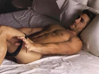 jake-gyllenhaal-naked