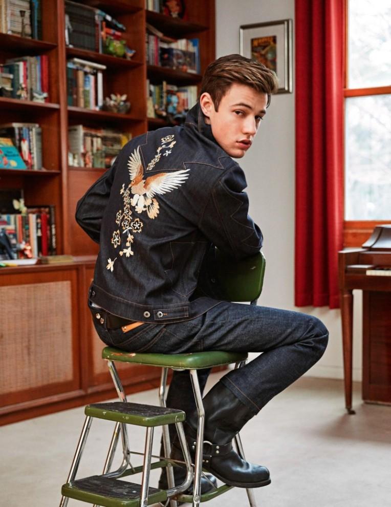 Cameron-Dallas-2016-Editorial-Shoot-Vogue-Hommes-004-800x1037
