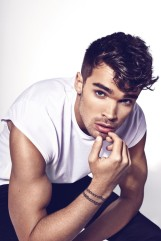josh-cuthbert-2016-attitude-photo-shoot-004-800x1200