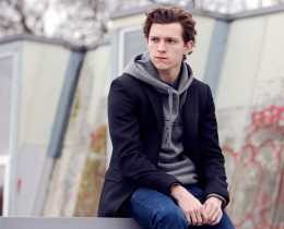 Tom Holland is an English actor and dancer. Holland is known for playing Spider-Man in the Marvel movies. EXCLUSIVE. SPECIAL RATES APPLY © Nikki Holland / eyevine Styling by Amy Cooper. Contact eyevine for more information about using this image: T: +44 (0) 20 8709 8709 E: info@eyevine.com http:///www.eyevine.com©Tom Holland photographed in Atlanta USA. ***MIN 50 EURO*** *** Local Caption *** 01833932