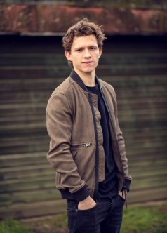 Tom Holland is an English actor and dancer. Holland is known for playing Spider-Man in the Marvel movies. EXCLUSIVE. SPECIAL RATES APPLY © Nikki Holland / eyevine Styling by Amy Cooper. Contact eyevine for more information about using this image: T: +44 (0) 20 8709 8709 E: info@eyevine.com http:///www.eyevine.com©Tom Holland photographed in Atlanta USA. ***MIN 50 EURO*** *** Local Caption *** 01833957
