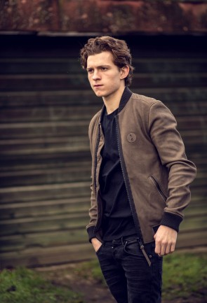 Tom Holland is an English actor and dancer. Holland is known for playing Spider-Man in the Marvel movies. EXCLUSIVE. SPECIAL RATES APPLY © Nikki Holland / eyevine Styling by Amy Cooper. Contact eyevine for more information about using this image: T: +44 (0) 20 8709 8709 E: info@eyevine.com http:///www.eyevine.com©Tom Holland photographed in Atlanta USA. ***MIN 50 EURO*** *** Local Caption *** 01833960